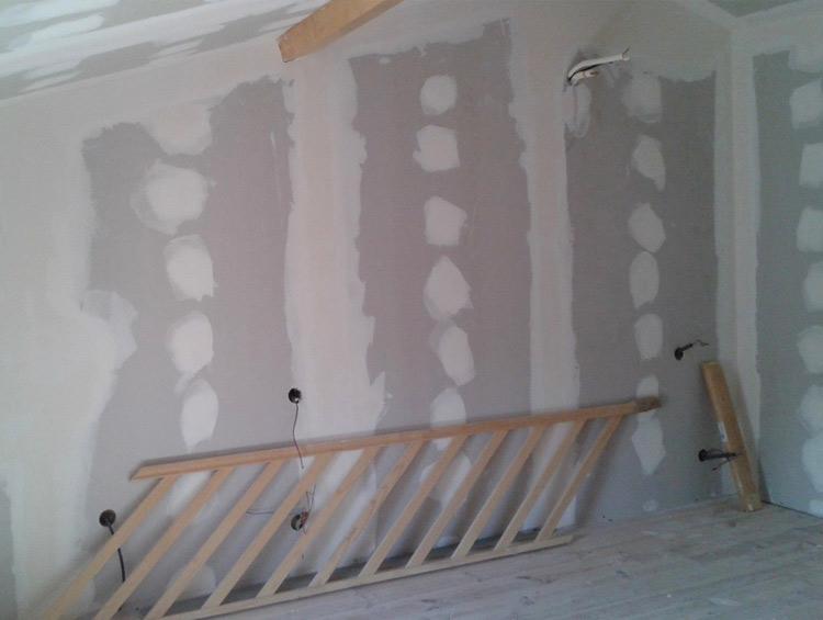 Bâti Group 43 : Votre spécialiste en plâtrerie: faux plafonds, installation de cloisons, enduisage de mur, traitement des joints